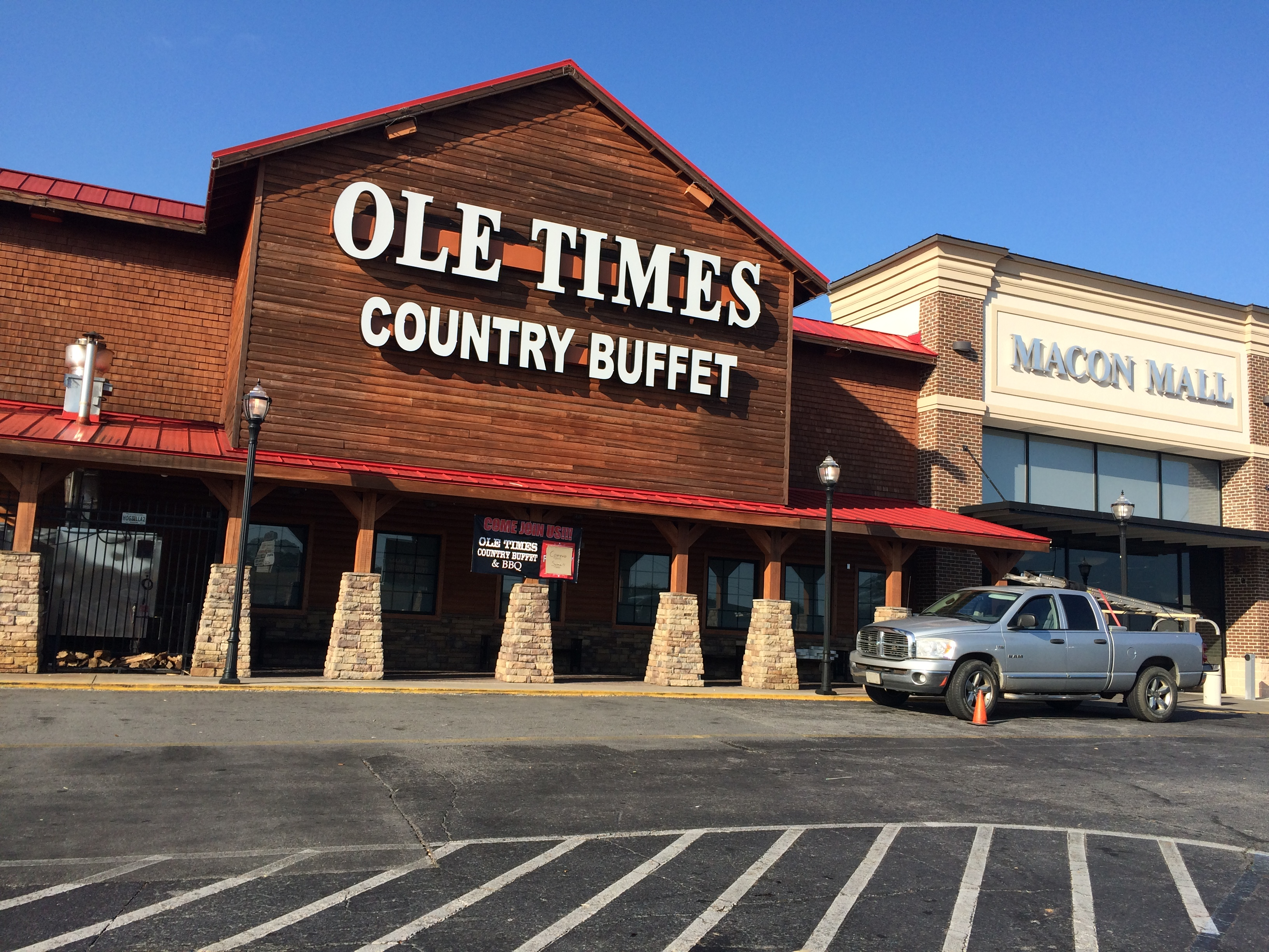 Ole Times Country Buffet is a true Southern Cooking country buffet restaurant proudly serving South Georgia and North Florida. We offer a wide selection of southern cooked food, made from only the highest quality products available, in a cozy, inviting atmosphere.